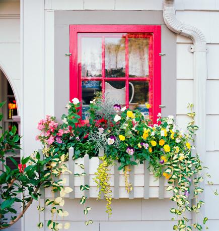 http://diyhomesweethome.com/wp-content/uploads/2013/08/window-box.jpg