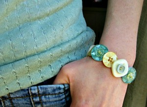 How to Make Beautiful Button Bracelets