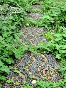 25 Wonderful DIY Garden Stepping Stone Ideas and Tutorials