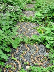 25 Wonderful DIY Garden Stepping Stone Ideas and Tutorials